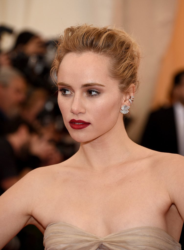 Do You Like Suki Waterhouse's Cranberry Lipstick?