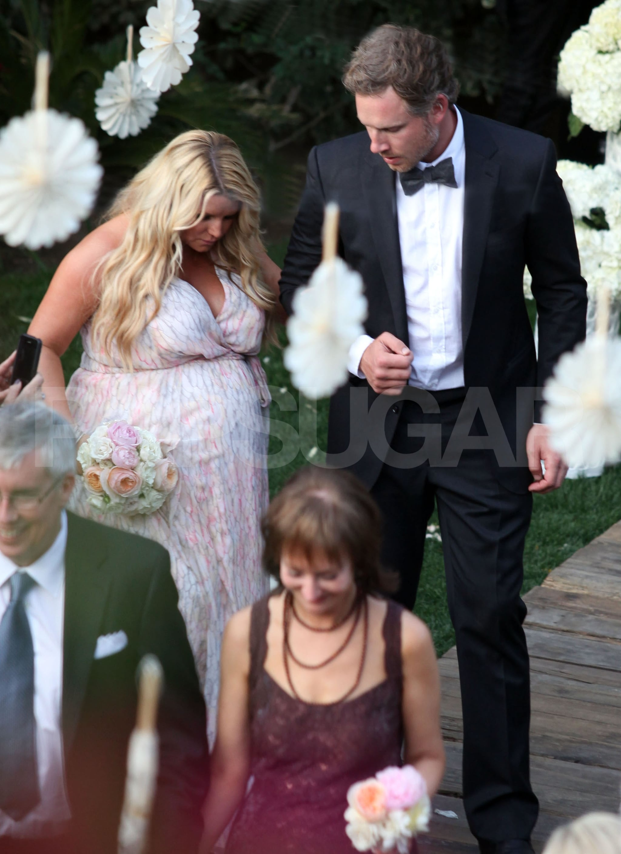 Jessica Simpson Walked With Fiance Eric Johnson At A Wedding Pregnant Jessica Simpson Walks Down The Aisle At A Friend S Wedding Popsugar Celebrity Photo 4