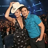 Heidi Klum picked up Brad Paisley's cowboy hat in the audience.