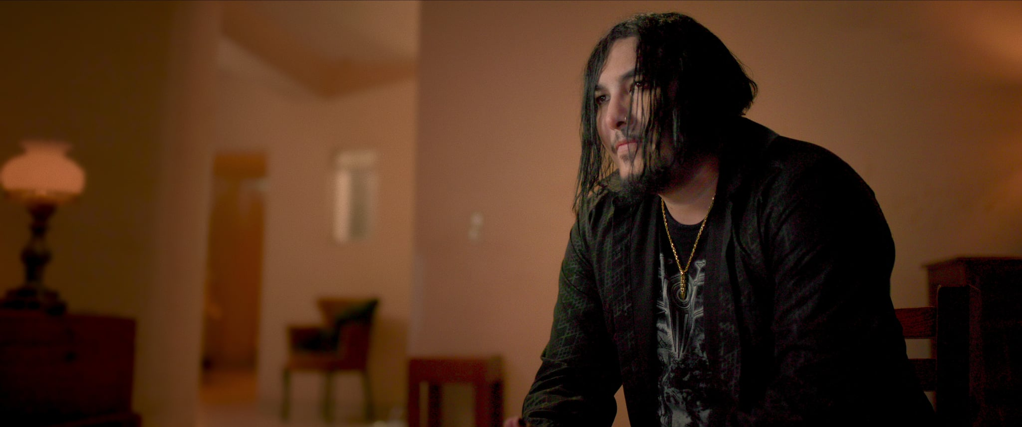 پابلو ورگارا (نوازنده و بازیگر) در قسمت 4 سریال جنایت: ناپدید شدن در هتل سیسیل.  ج  با مجوز از Netflix © 2021