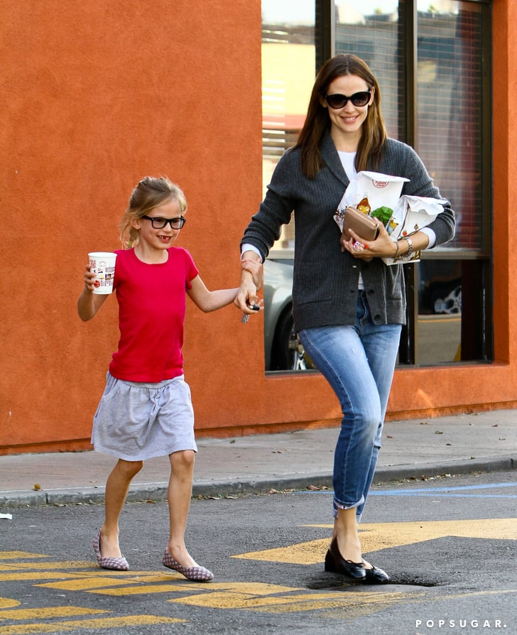 Jennifer Garner took Violet to McDonald's.