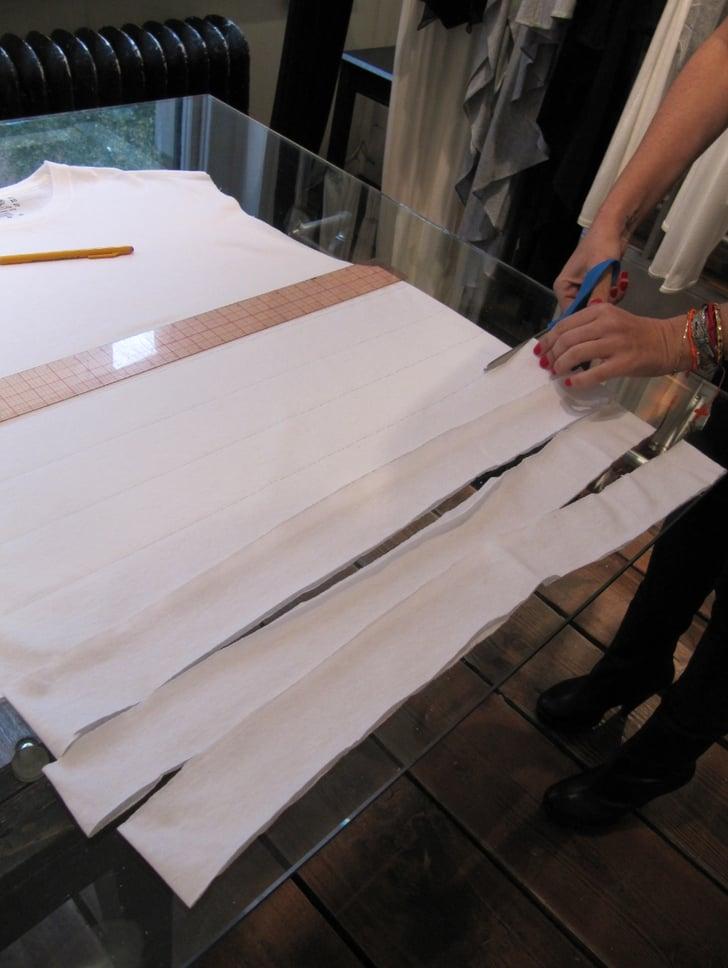 schritt 3 ein einfaches g nstiges schnelles halloween mumien kost m popsugar deutschland. Black Bedroom Furniture Sets. Home Design Ideas