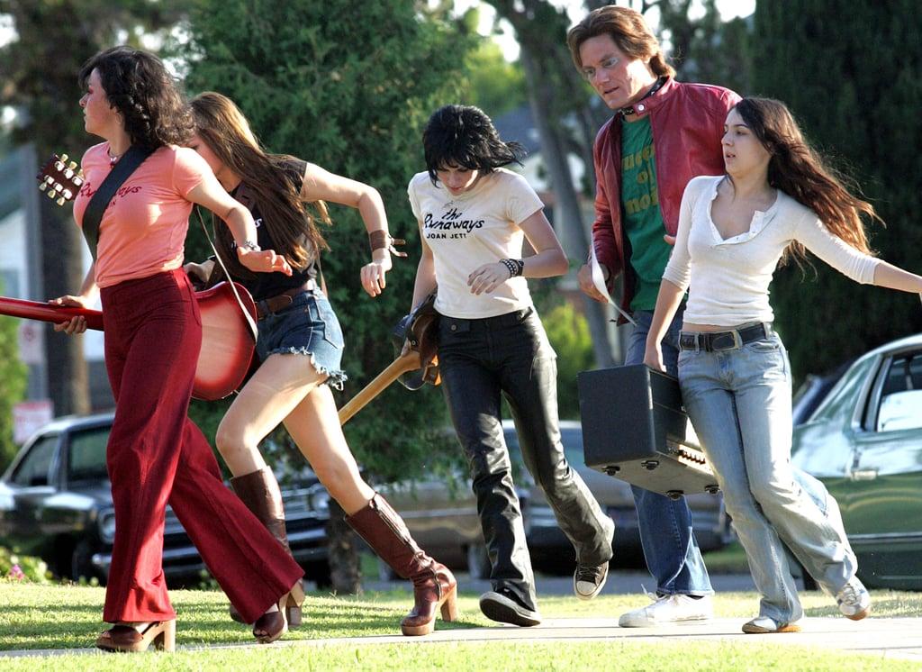 Kristen Stewart, Alia Shawkat, Dakota Fanning On The Runaways Set
