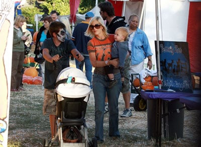Tori and Kids Enjoy the Mr. Bones Pumpkin Patch, Too!