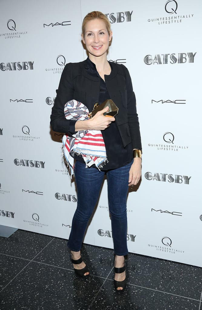 Kelly Rutherford kept it casual in a pair of skinny-fit denim, a collarless blazer, and strappy heels.