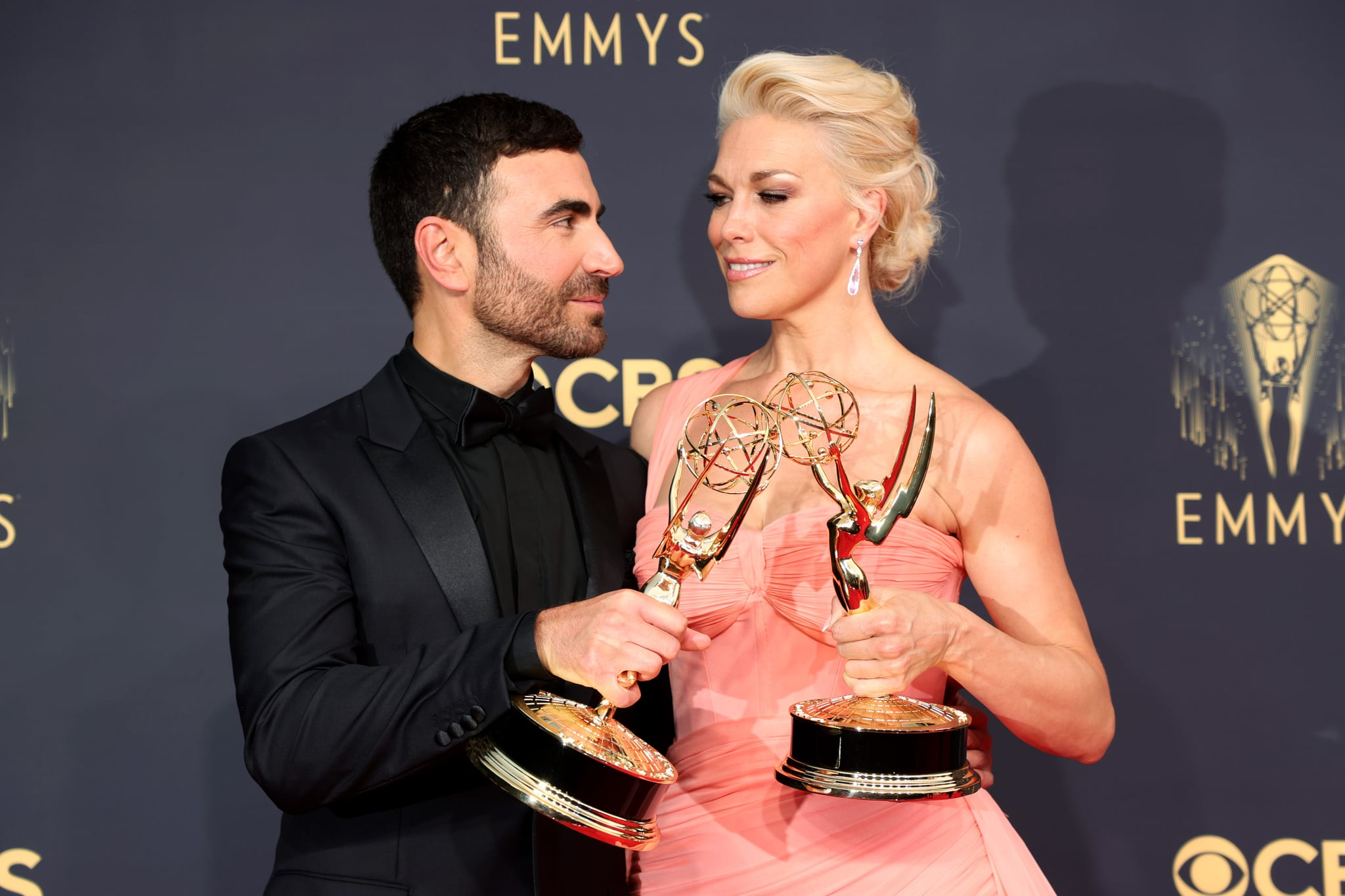 LOS ANGELES, CALIFORNIA - SEPTEMBER 19: (L-R) Brett Goldstein, winner of the Outstanding Supporting Actor in a Comedy Series award for 'Ted Lasso,' and Hannah Waddingham, winner of the Outstanding Supporting Actress in a Comedy Series award for 'Ted Lasso,' pose in the press room during the 73rd Primetime Emmy Awards at L.A. LIVE on September 19, 2021 in Los Angeles, California. (Photo by Rich Fury/Getty Images)