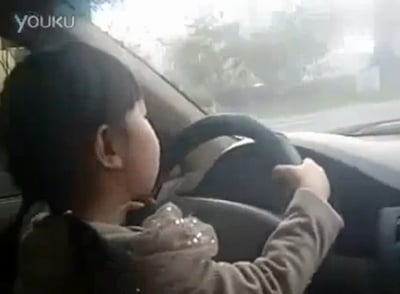 4-Year-Old Girl Filmed Driving Through Traffic (VIDEO)