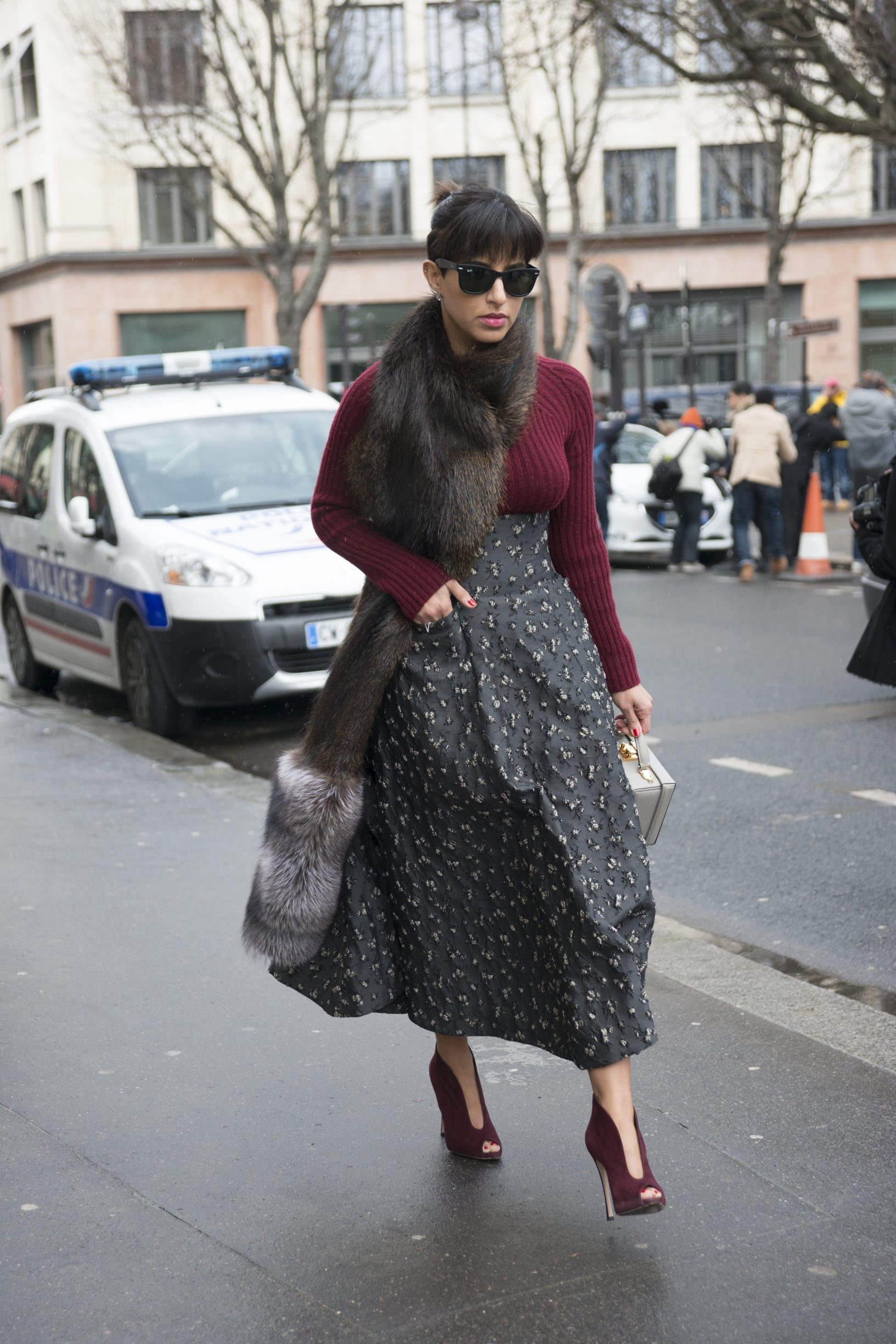 A Fur Stole Gives Her Outfit That Luxurious Vibe