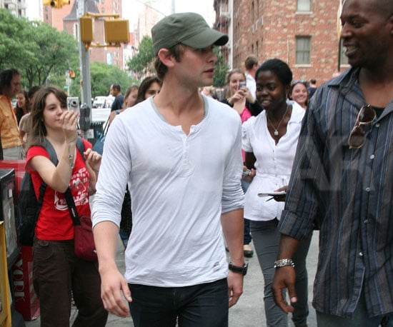 Photo Slide of Chace Crawford Walking to the Gossip Girl Set in NYC
