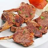 طبق شرائح لحم الضأن المشويّة