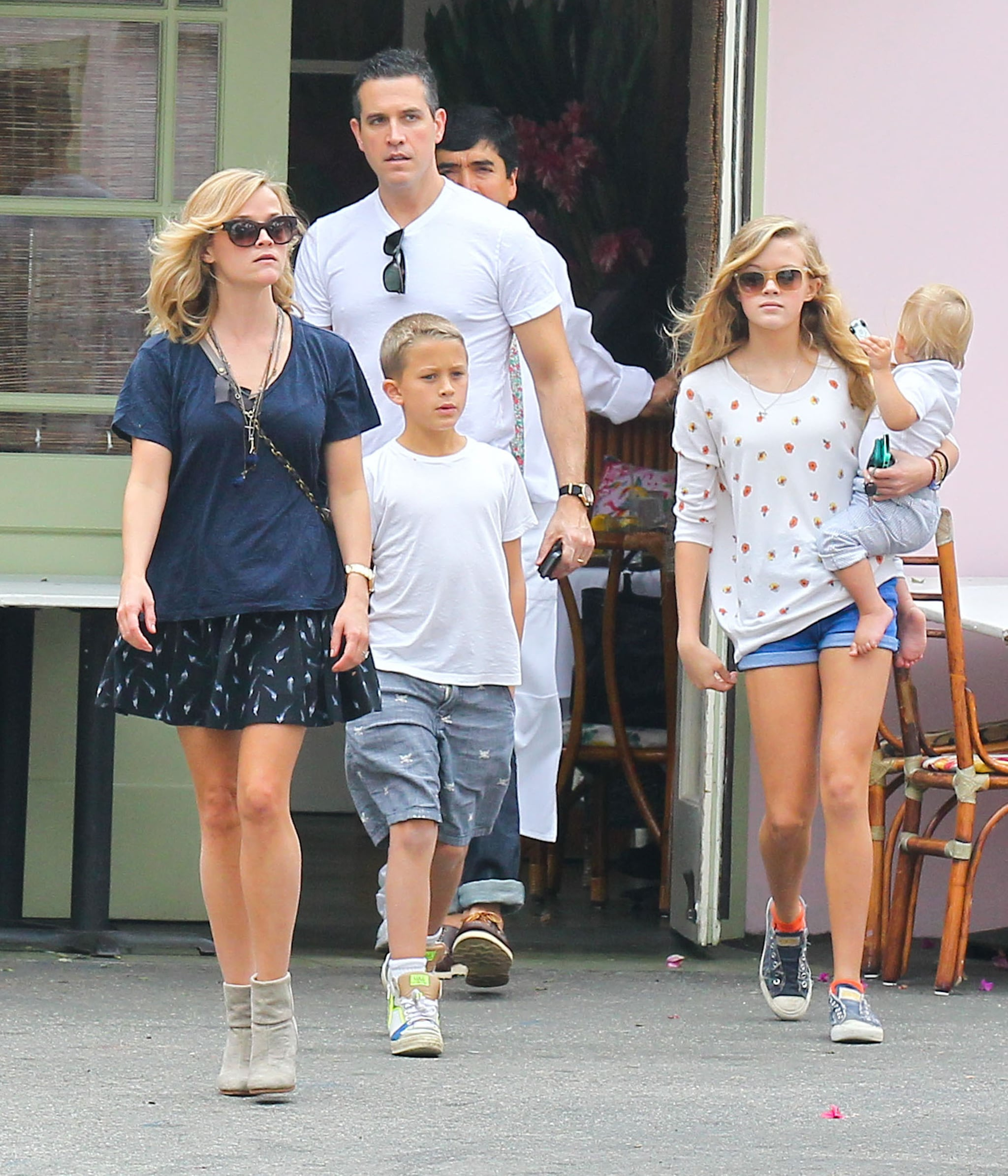 Reese witherspoon walked with her husband jim toth and kids deacon