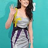 Kristen Stewart waved to fans at the MTV Movie Awards.