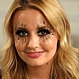 A Seductive, No-Prep Spiderweb Makeup Look For Halloween
