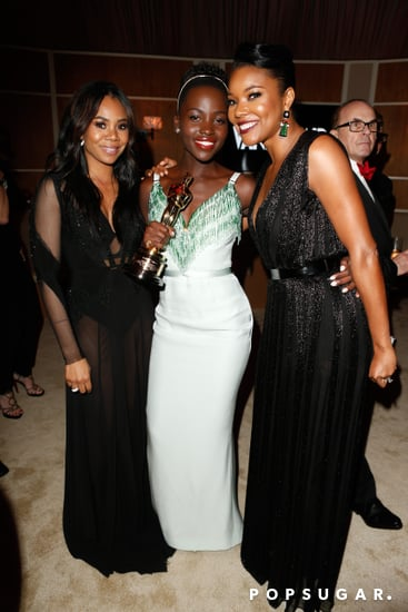 Lupita-Nyongo-held-her-best-supporting-actress-Oscar-while