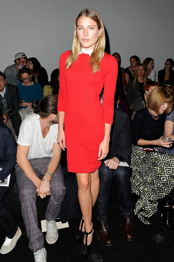 Dree Hemingway furthered the charm of her collared sheath dress with a pair of retro-feeling t-bar platforms.