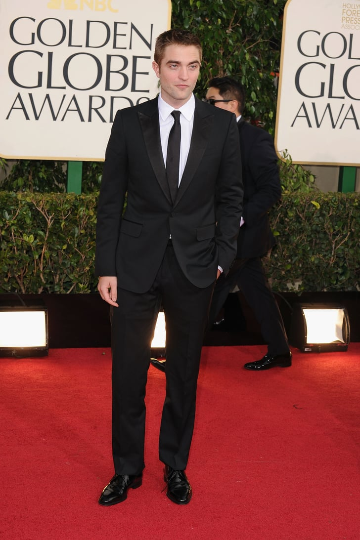 Robert Pattinson wore a suit at the Golden Globes.