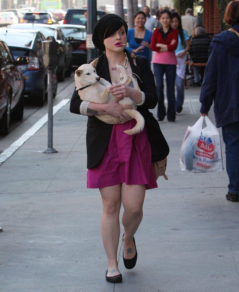 Kelly Osbourne Carries Her Unleashed Shiba Inu Pup