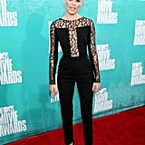 Elizabeth Banks picked a black jumpsuit for the 2012 MTV Movie Awards.