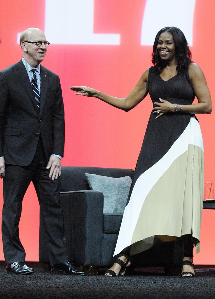 ثوب ميشيل أوباما الطويل بألوان متفاوتة