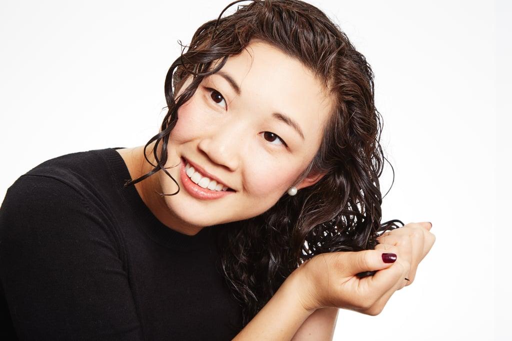 كيفيّة عصر الشعر لتحديد شكل الخصلات الملفوفة