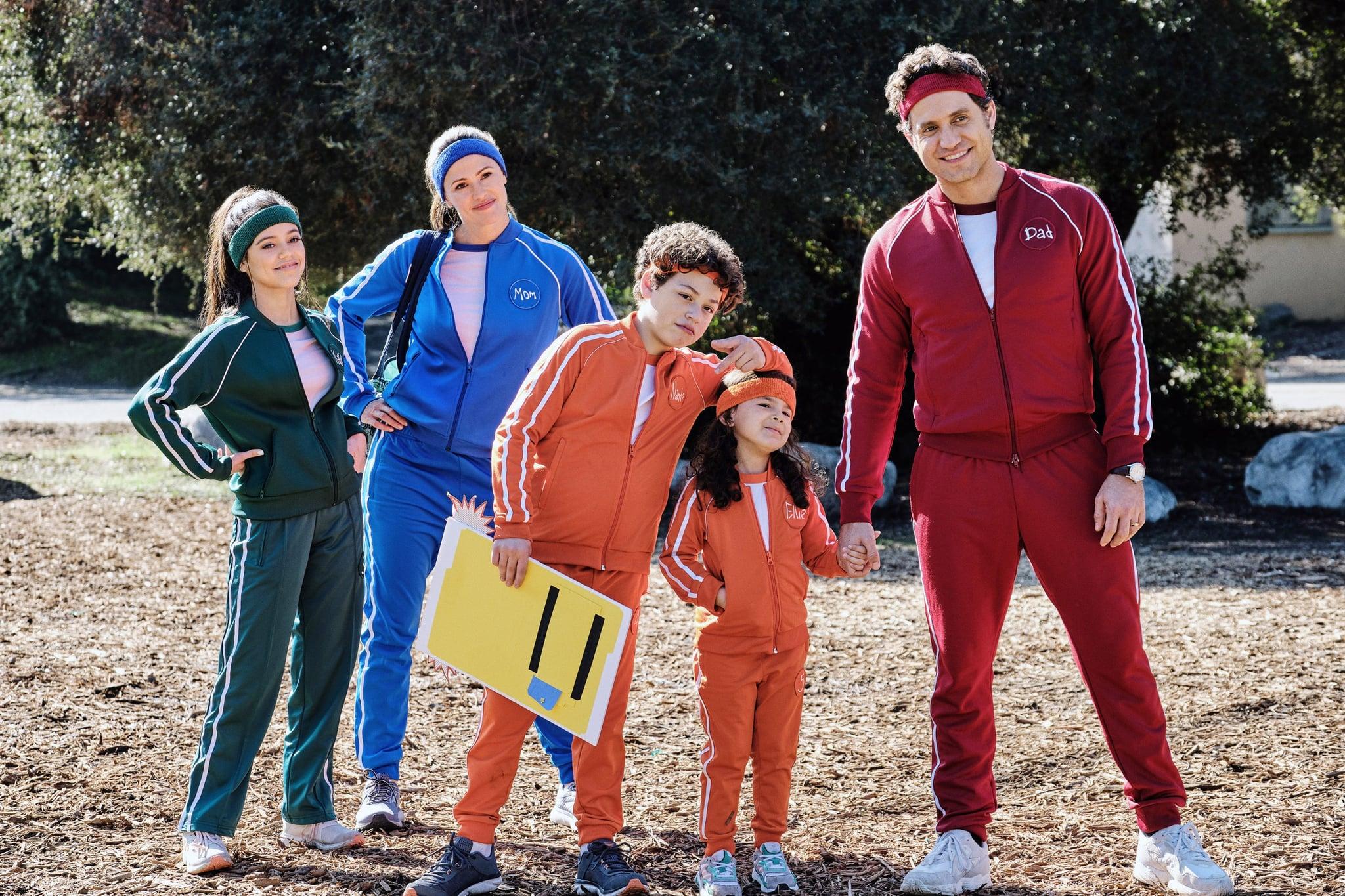 YES DAY, from left: Jenna Ortega, Jennifer Garner, Julian Lerner, Everly Carganilla, Edgar Ramirez, 2021. ph: Matt Kennedy /  Netflix / Courtesy Everett Collection