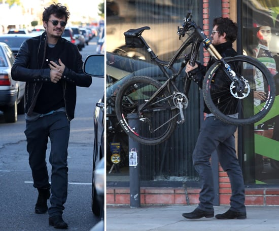 Orlando Bloom Gets His Bike Fixed as He Gears Up For the Holidays