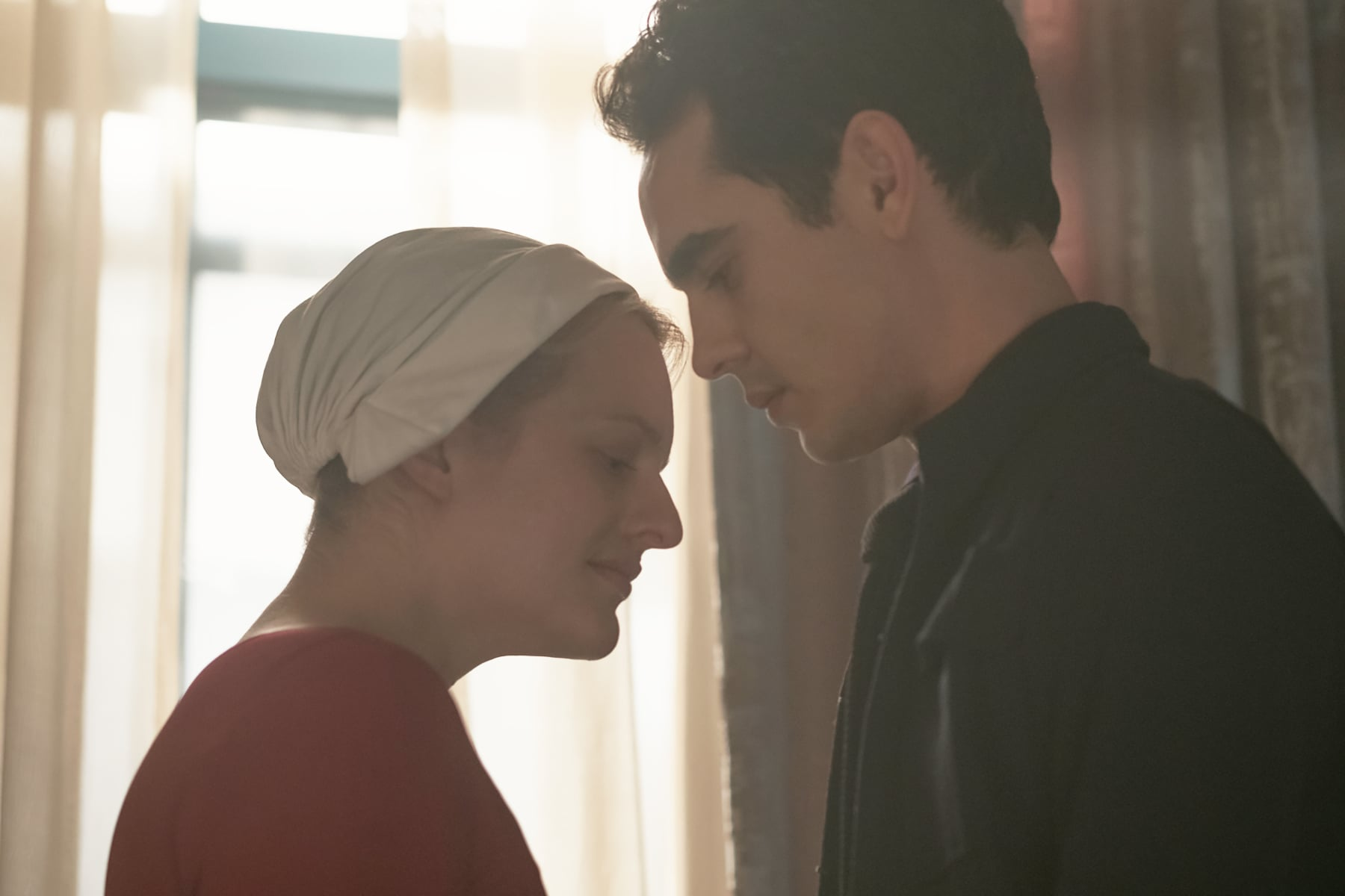 THE HANDMAID'S TALE, l-r:  Elisabeth Moss, Max Minghella in 'First Blood' (Season 2, Episode 6, aired May 23, 2018). ph: George Kraychyk/ Hulu/courtesy Everett Collection