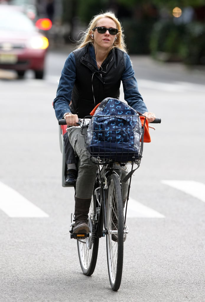 Naomi Watts listened to music as she took a ride through the city.