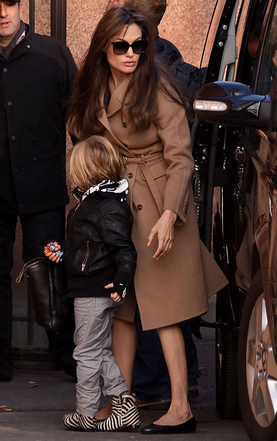 Pictures of Angelina Jolie With Shiloh and Zahara