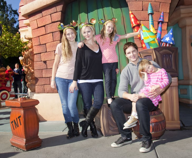 Pictures of Peter Facinelli and Jennie Garth at Disney With Their Daughters