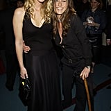 That hilariously confusing moment in 2003 when Jennifer Aniston posed with Lisa Kudrow . . . and her cane.