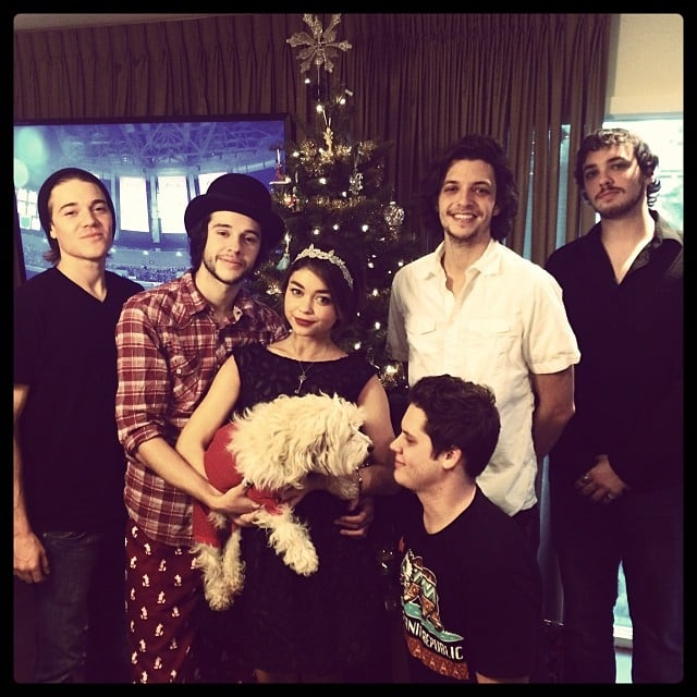 Sarah Hyland shared a funny family picture on Christmas Day.  Source: Instagram user therealsarahhyland