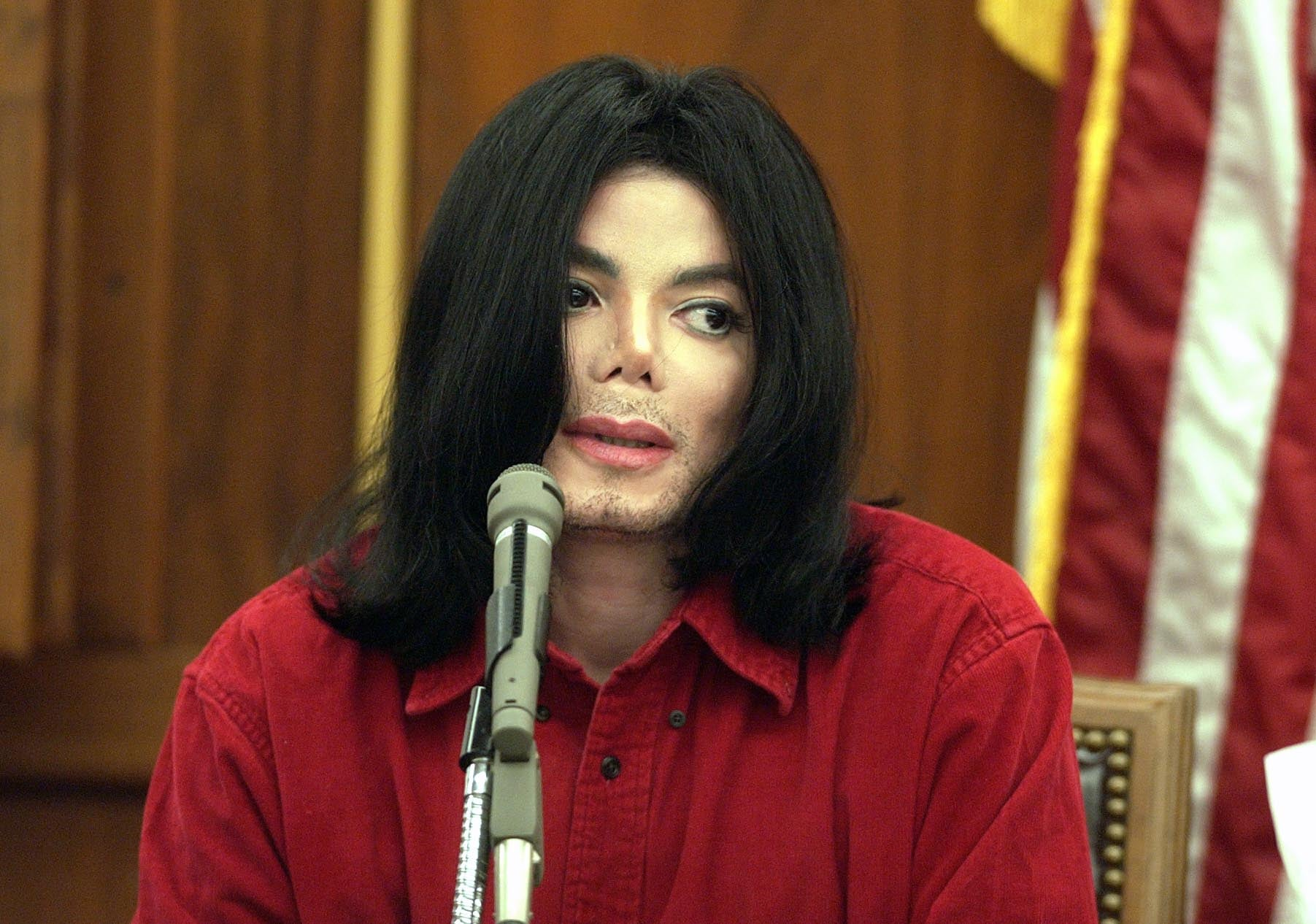 SANTA MARIA, CA - NOVEMBER 14:  Musician Michael Jackson testifies during his civil trial in Santa Maria Superior Court November 14, 2002 in Santa Maria, California. The artist is being sued for $21 million by his longtime promoter for backing out of two concerts.   (Photo by /Getty Images)
