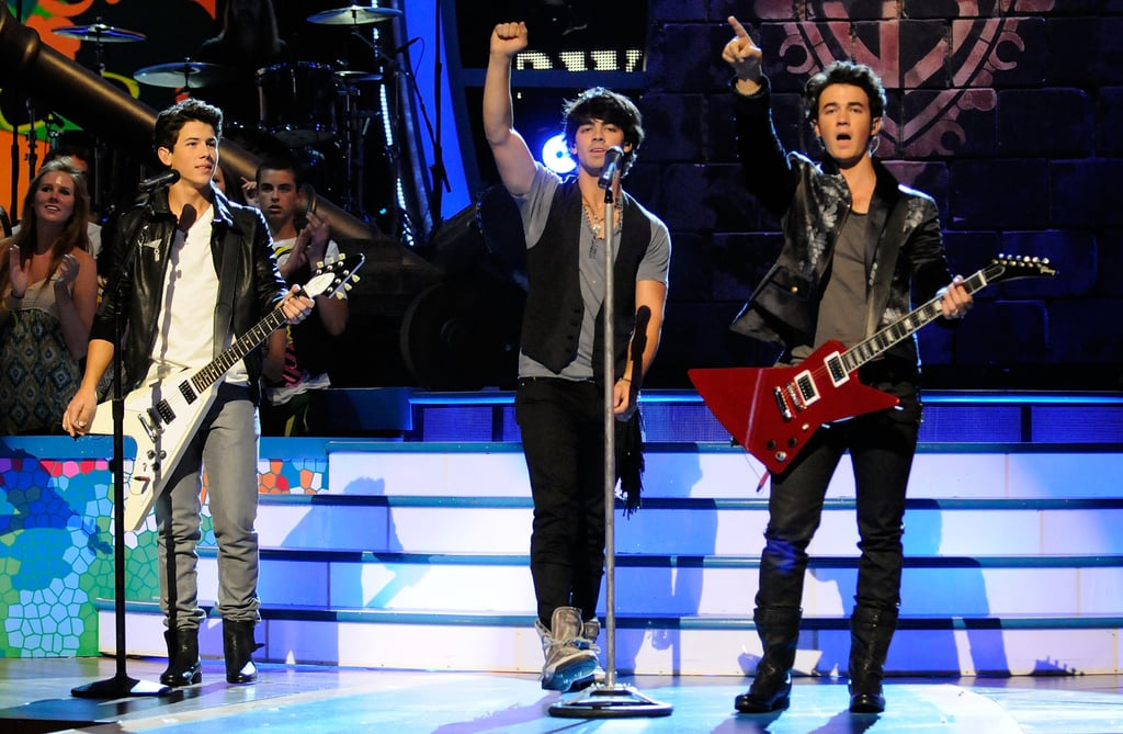 The Jonas Brothers Performing at the Teen Choice Awards in 2009