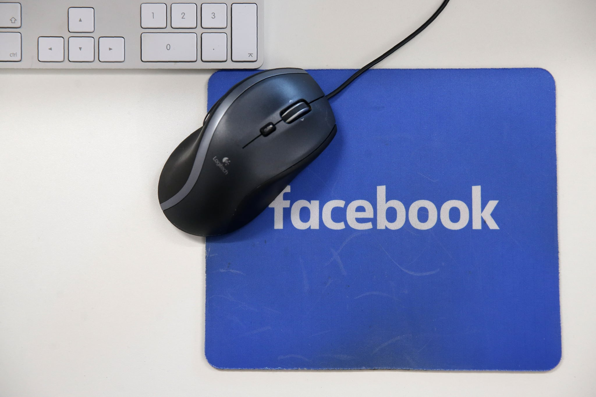 A mousepad with the Facebook logo is seen at Facebook's new headquarters, designed by Canadian-born American architect Frank Gehry, at Rathbone Place in central London on December 4, 2017.Social media titan Facebook opened a new office in London on December 4, 2017, that is set to be its biggest engineering hub outside America, the company has announced. / AFP PHOTO / Daniel LEAL-OLIVAS        (Photo credit should read DANIEL LEAL-OLIVAS/AFP/Getty Images)