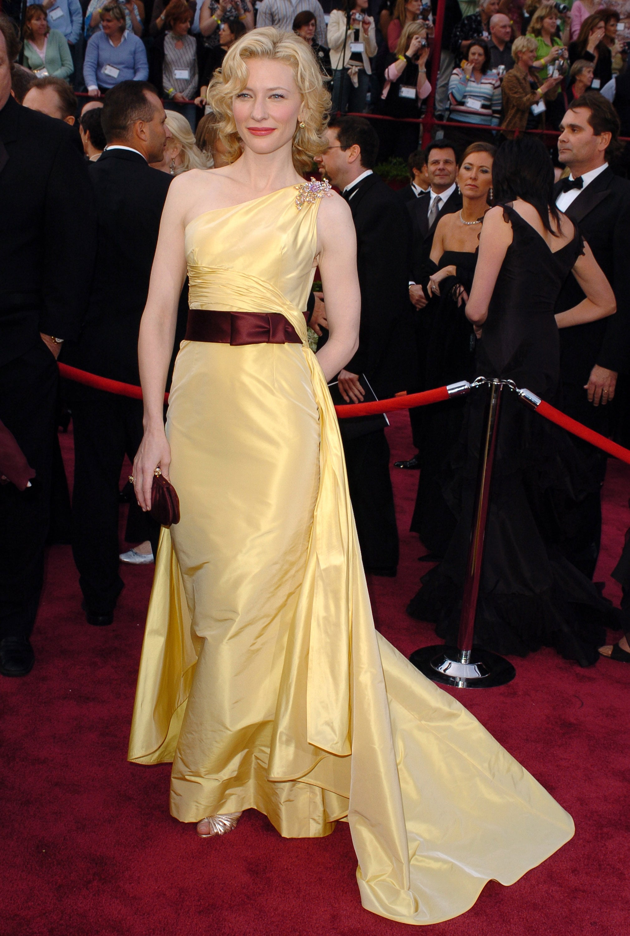 Cate Blanchett in Yellow Valentino at the 2005 Oscars ...
