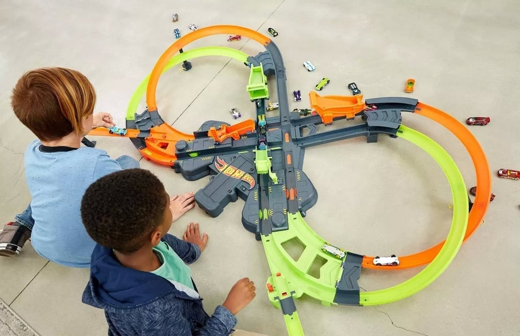 Hot Wheels Colossal Crash Trackset