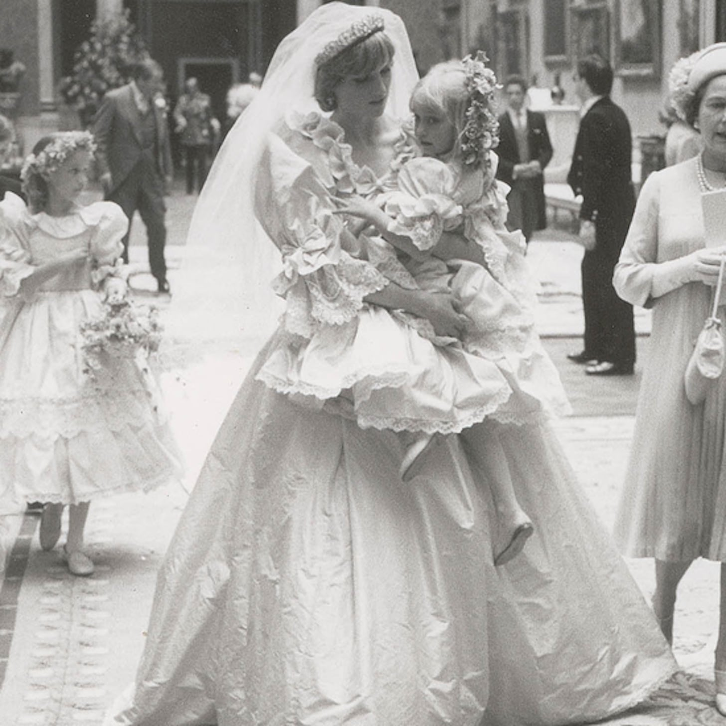 Princess Diana S Wedding Dress Pictures Popsugar Fashion