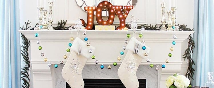 19 Real Holiday Mantels That Will Knock Your Stockings Off