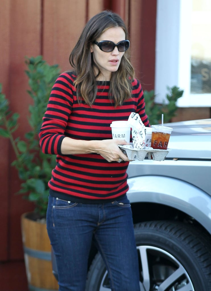 Jennifer Garner carried coffee, tea, and snacks.