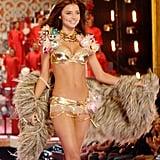 A pre-baby Miranda Kerr strutted her stuff in 2007.