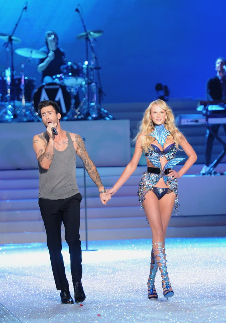 Adam Levine held hands with his girlfriend, Anne ...