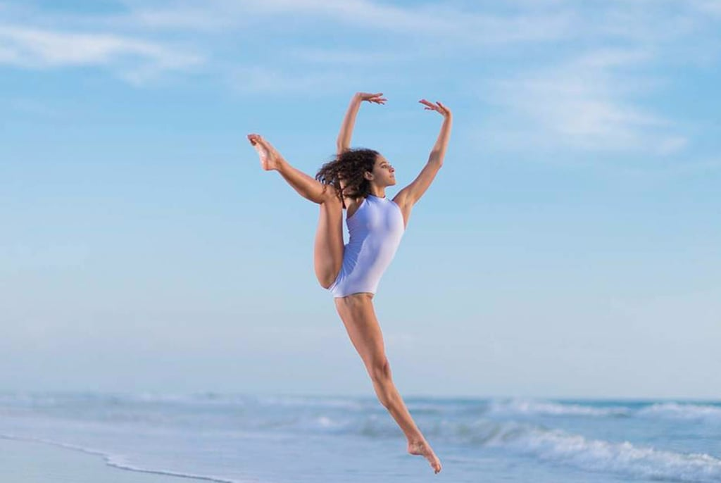 26 Breathtaking Shots of Ballerinas Against Stunning Beach Backdrops