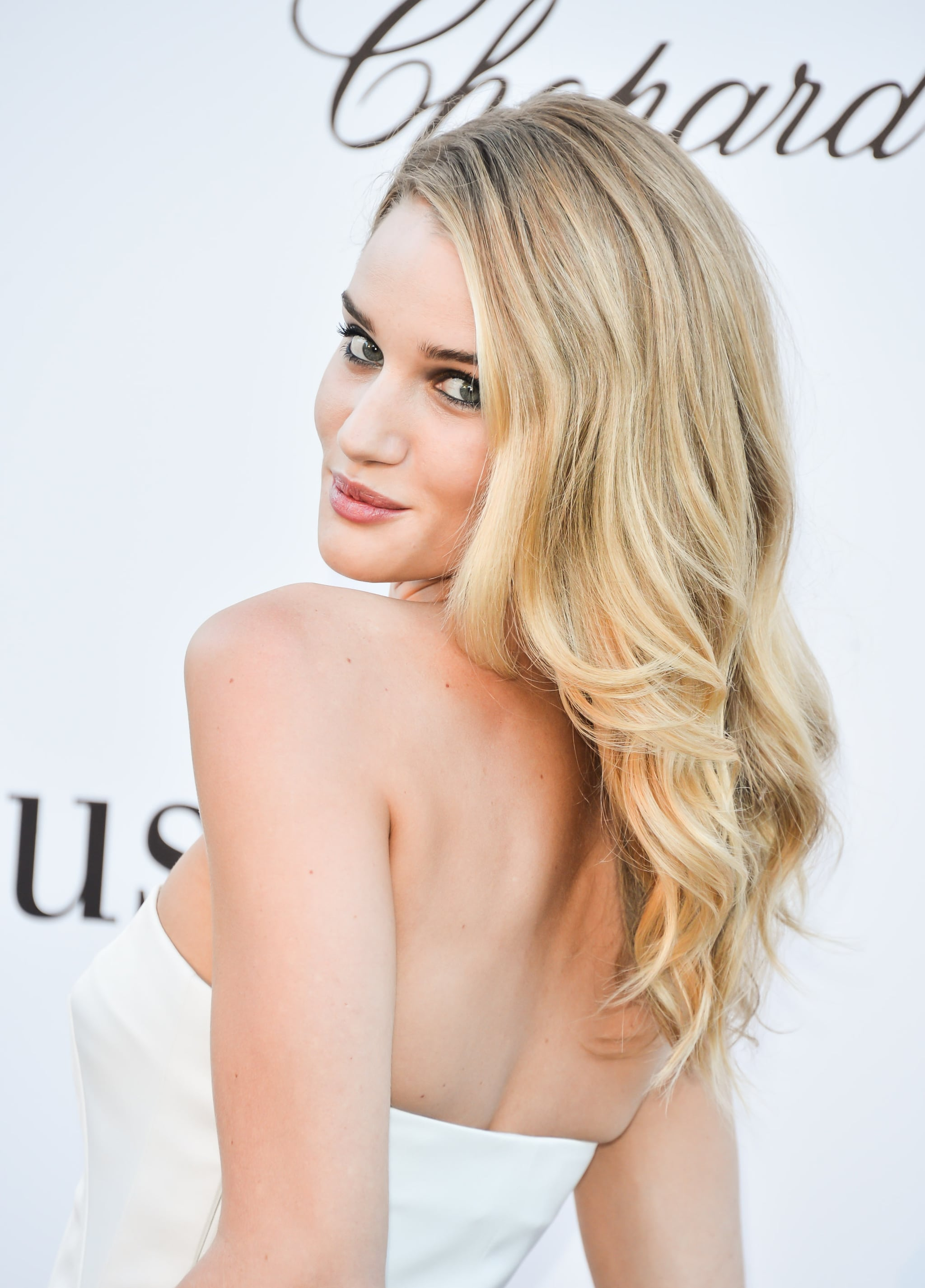 Rosie Huntington-Whiteley gave her beachy waves a glamorous spin on the red carpet.