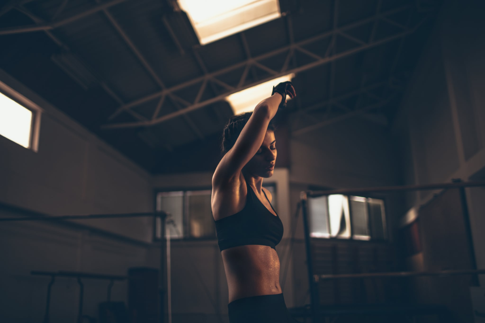 Photo of a young determined woman who is having her daily exercise in the gym.