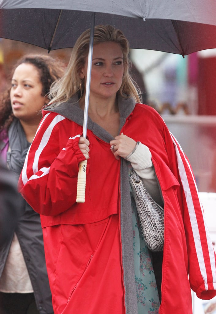 Kate Hudson worked despite the rain.