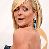 Funny-girl Jane Krakowski wore a touch of teal eyeliner that was partially obstructed by her dramatic side-swept bangs. Va va voom!