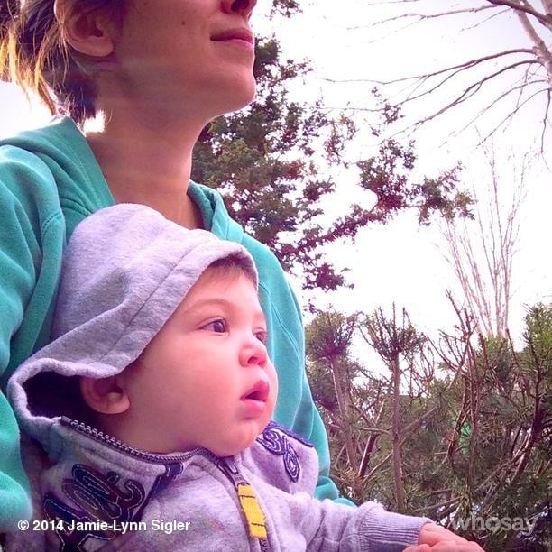 Jamie-Lynn Sigler and little Beau took in his cousin's basketball game. Source: Instagram user jamielynnsigler