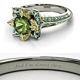 """خاتم خطوبة مرصّع بحجر التورمالين الأخضر ومستوحى من الأميرة """"تيانا"""" (2,175$ دولار أمريكي؛ 7,989 درهم إماراتي/ريال سعودي)"""