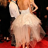 The low-cut back and intricate adornments further elevated her artistic dress.